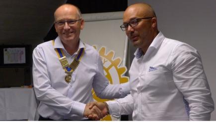 Patrick président 2022-2022 , vient de recevoir le collier des mains de Romain